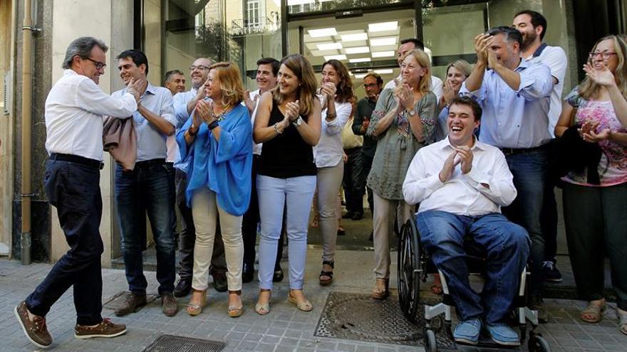 Los dirigentes del PDECat ante su nueva sede en Barcelona