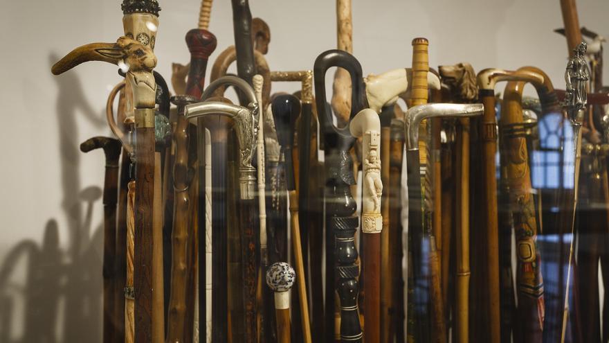 Bastones en la exposición 'Recuerdos de Antonio Gala'