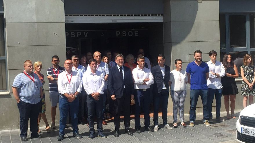 Ximo Puig y Rafa García a las puertas de la sede del PSPV en la calle Blanquerías