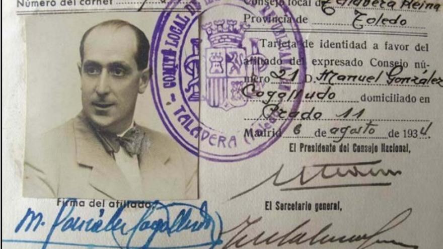 Carné de Manuel González Gogolludo como militante de Izquierda Republicana firmado por Azaña