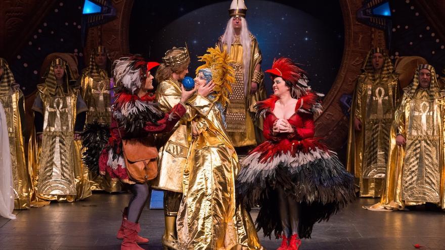 La ópera La Flauta Mágica de Mozart, con ambientación al estilo 'stargate', en el Auditorio El Batel de Cartagena