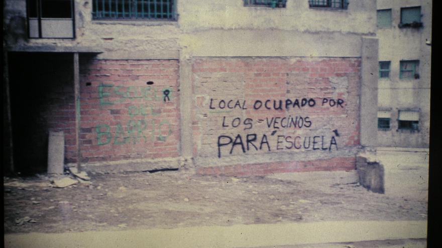 Pintada de los vecinos del Barrio San Francisco de Santander en el local ocupado. | DESMEMORIADOS