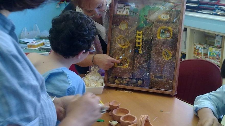 La Junta acerca a niños hospitalizados el trabajo y los contenidos del Museo Arqueológico