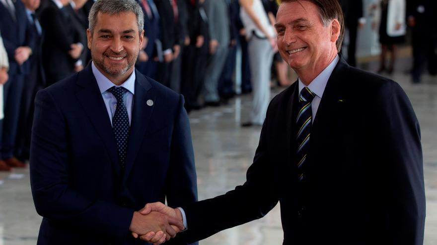 Bolsonaro y Abdo Benítez visitan las obras de un puente para la integración