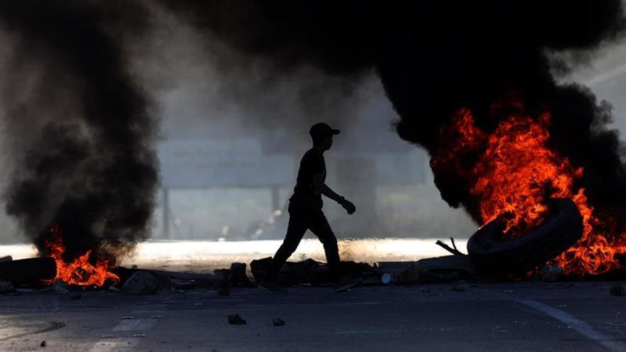 Menor palestino muere por el fuego israelí en las protestas de Gaza junto a Israel
