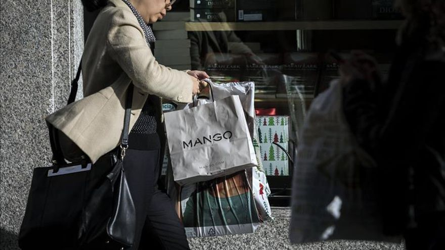 El comercio mejora sus ventas un 4,2 % en noviembre y suma 15 meses al alza