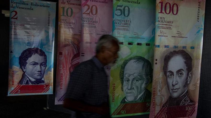 """Maduro ordena retirar los billetes de 100 bolívares para hacer frente a las """"mafias"""""""