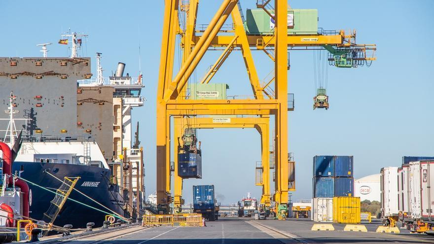 Los estibadores convocan huelga y paros en los puertos entre el 25 y 30 de noviembre