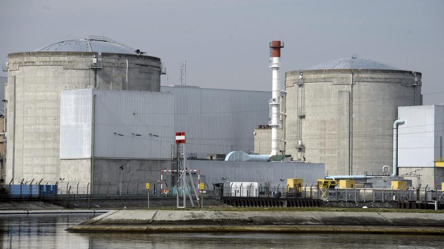 Hollande confirma el cierre de la central nuclear más antigua de Francia