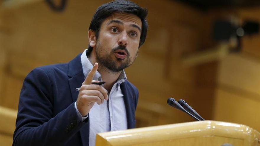 "Espinar acusa a Cifuentes de querer sacar ""tajada política"" del terrorismo"