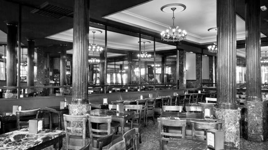El Café Comercial cierra sus puertas este lunes tras 128 años de cafés y tertulias