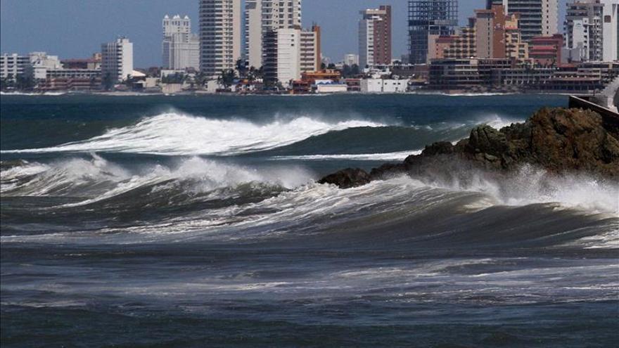 El huracán Vance genera potencial de lluvias en el oeste de México