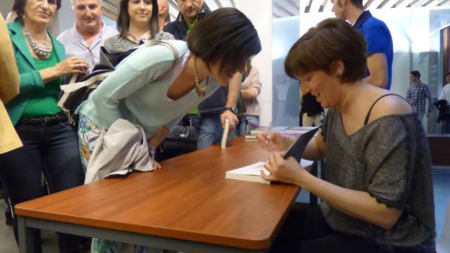 Leonor Lalanne en la firma de su primer libro 'El Secreto de Kirchland' (2014).