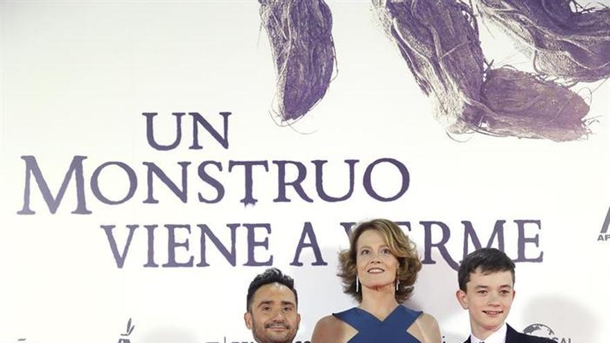 """Juan Antonio Bayona y Sigourney Weaver presentan a su """"monstruo"""" en Madrid"""