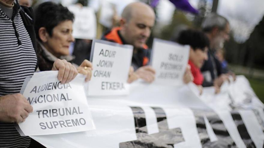 """Familias de los detenidos en Alsasua, contra """"cruel empecinamiento"""" al denegar libertad"""