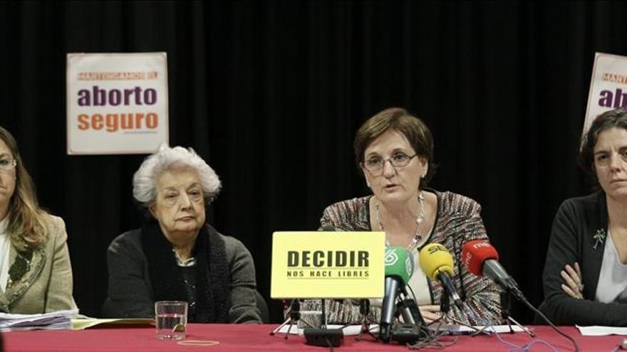 Las ponentes presentando alegaciones al anteproyecto de la ley del aborto. \ Efe