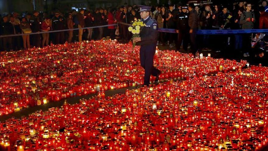 Se eleva a 32 el número de muertos por el incendio en un club de Bucarest