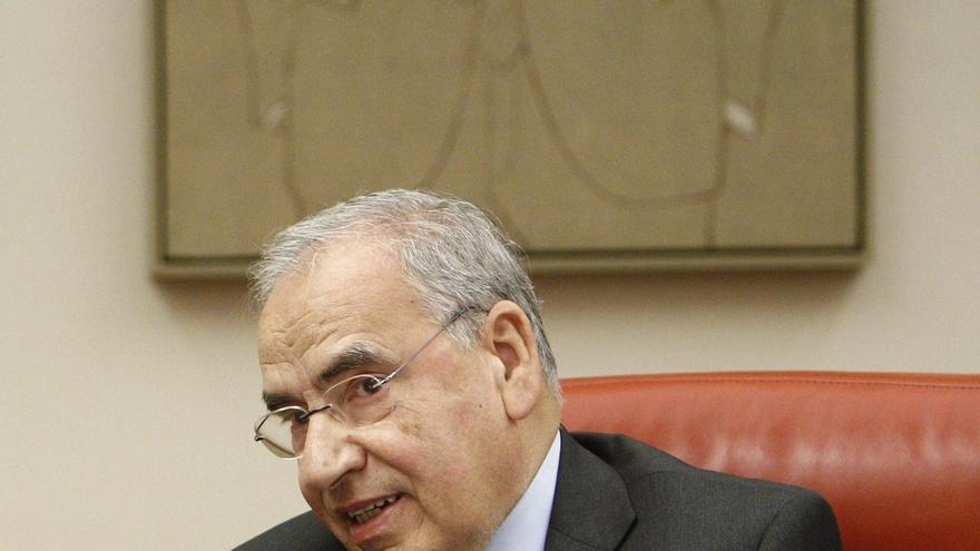 El Congreso brinda a Alfonso Guerra un aplauso unánime tras el anuncio de que dejará su escaño antes de que acabe el año