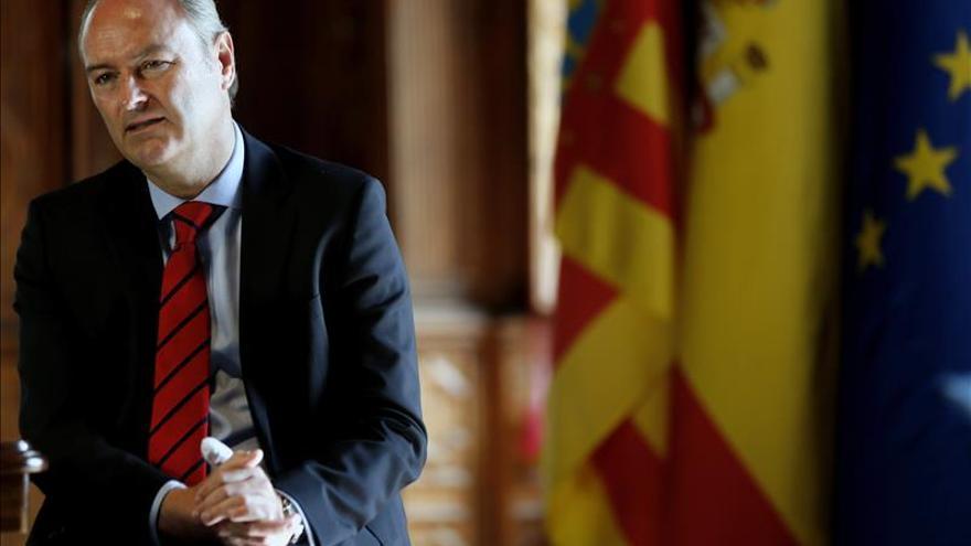 Fabra opina que Alcón debería dejar hoy mismo de ser asesora de Rita Barberá
