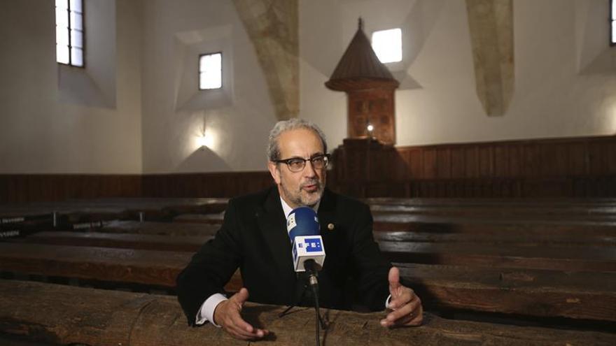 Japón premia al rector de Salamanca por la difusión de su cultura y su lengua
