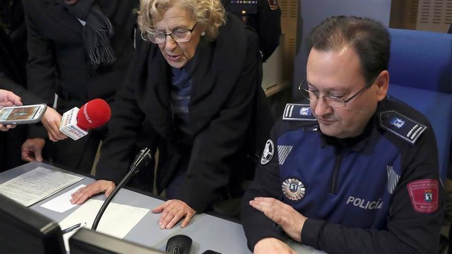 Carmena felicita la Navidad a Samur y Policía Municipal, que hoy no descansan