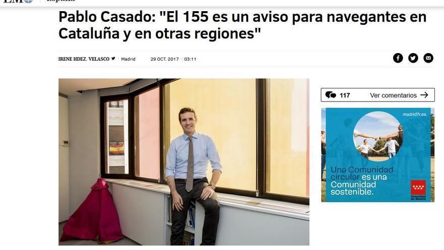 Captura de la página web de El Mundo con la entrevista a Pablo Casado en la que muestra un capote torero