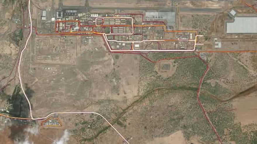 La base militar norteamericana en Yibuti en en la zona superior. En la parte inferior, la probable base de la CIA.