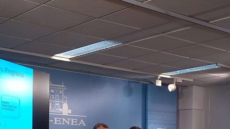 """Urkullu dice que no tiene """"miedo"""" a debatir sobre la LTH, pero avisa de que su reforma afectaría a la Constitución"""