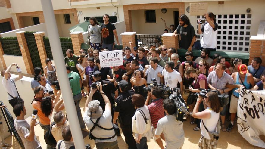 Concentración contra el desahucio en Málaga convocada por la PAH. / José E. Cabrera
