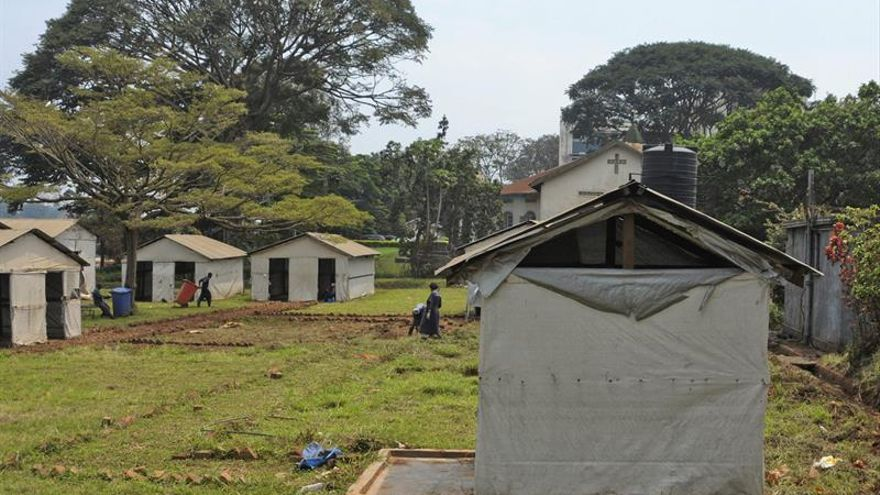 Alerta máxima en Uganda ante el ébola por la llegada de refugiados congoleños
