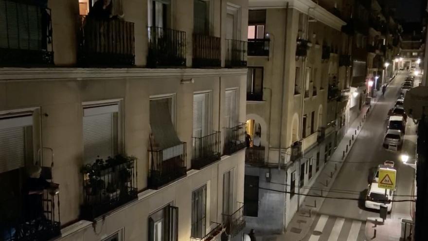 El discurso del rey es contestado desde los balcones con una cacerolada masiva