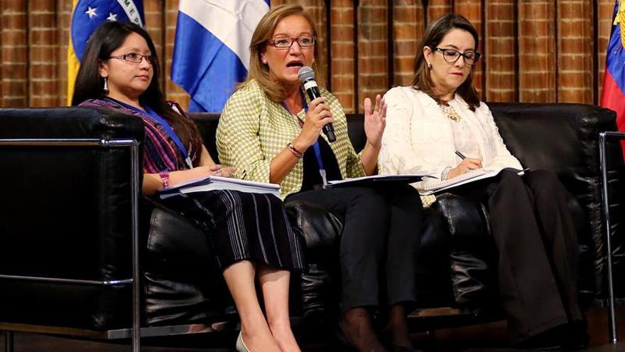 España recuperó empleo femenino destruido en crisis, según Gobierno