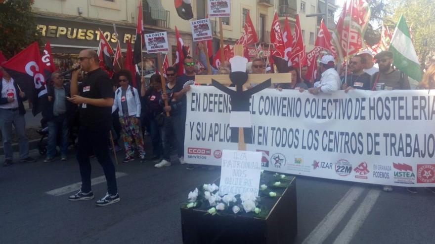 """Trabajadores de hostelería salen a la calle por un """"convenio colectivo que acabe con las malas condiciones"""""""