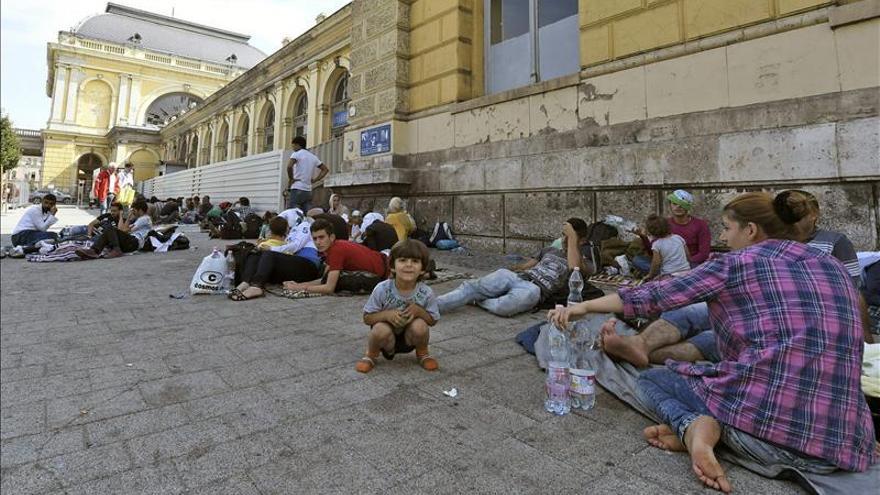 Hollande convoca una reunión de urgencia sobre la crisis migratoria