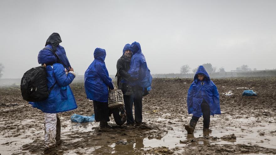 Las decisiones de los Estados europeos sobre el cierre de sus fronteras afectan de inmediato a miles de personas. El 18 de octubre Croacia decidió cerrar su frontera durante más de 15 horas dejando a miles de refugiados a la intemperie, bajo la lluvia. | Médicos Sin Fronteras