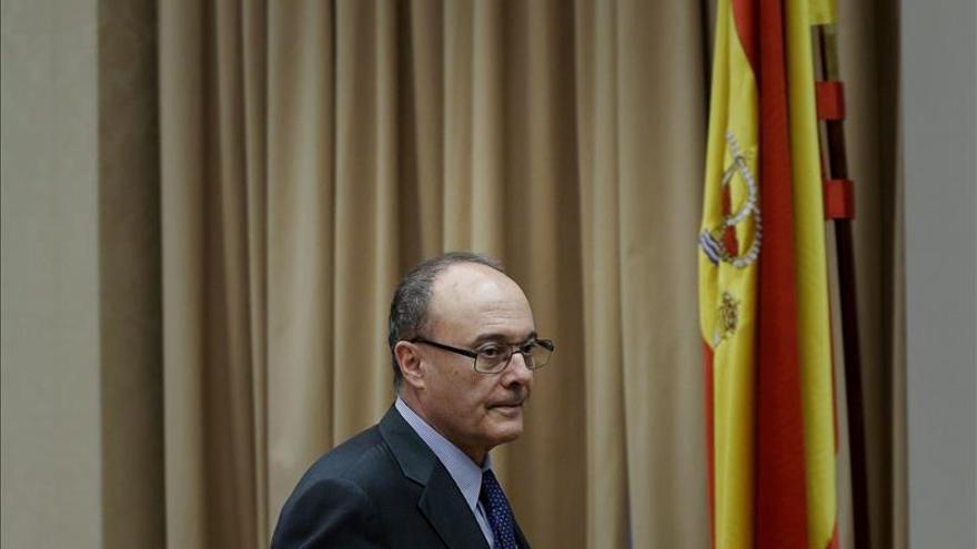 Linde dice que Economía y Banco de España actúan juntos contra una doble comisión