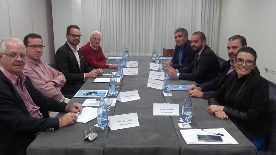 El plan diseñado por el equipo técnico  de Asdetur ha sido presentado al consejero de Promoción Económica del Cabildo, así como a los principales agentes económicos del sector hotelero y comercial de la Isla.