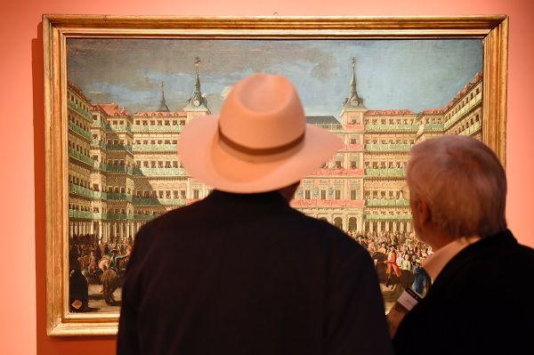 """Uno de los cuadros de la exposición """"La Plaza Mayor - Retrato y Mascara de Madrid""""   Ayuntamiento de Madrid"""
