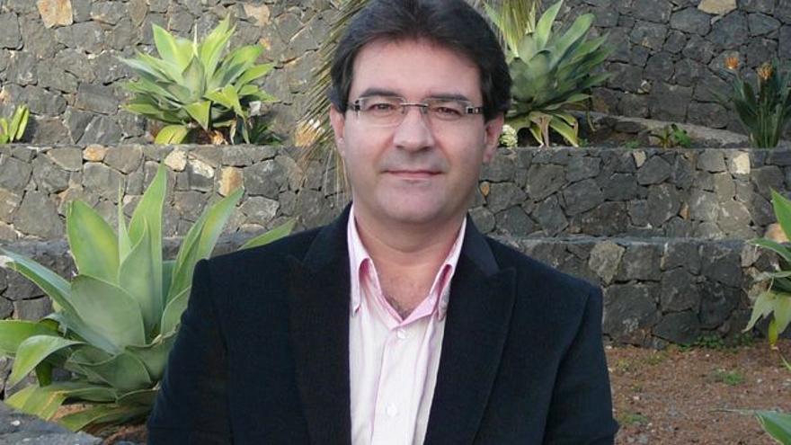 José Adrián Hernández Montoya es alcalde de Puntallana.