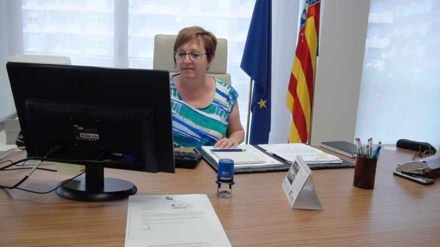 La alcaldesa de Almassora Susanna Nicolau, de Compromís, en su despacho