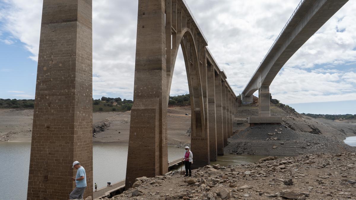 Una zona del embalse del Ricobayo (Zamora), sin apenas agua
