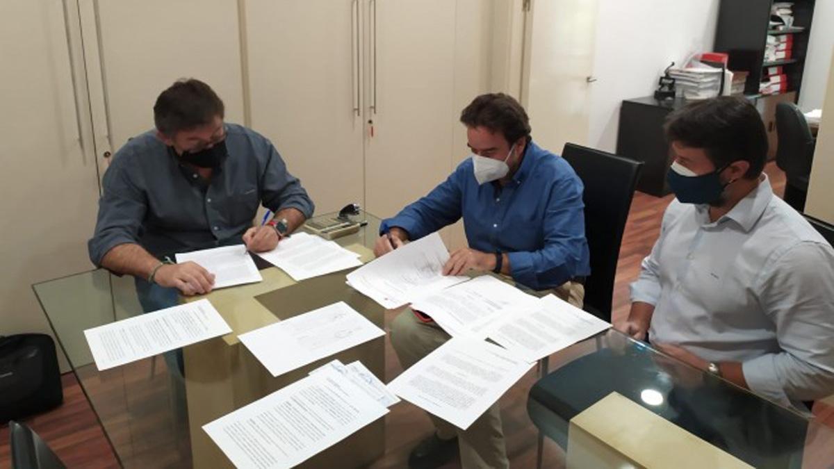 Firma del acuerdo entre el Córdoba y Tremón