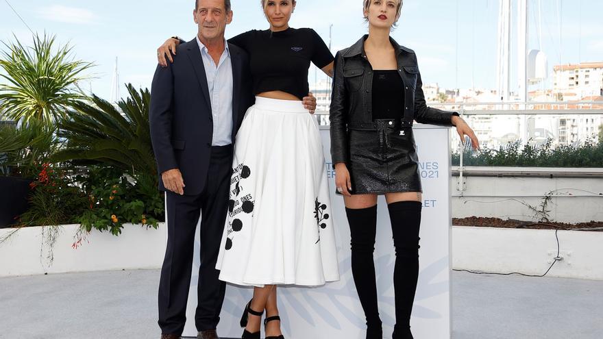 """""""Titane"""", llega la polémica de Cannes al ritmo de la """"Macarena"""""""