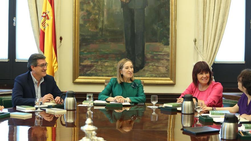 El Congreso estudia el martes cómo responde a la amenaza del Gobierno de plantear un conflicto por los vetos