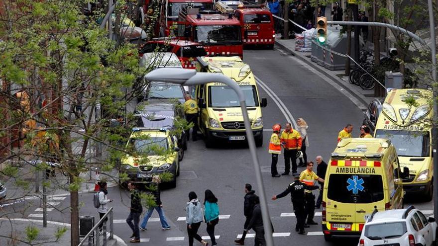 Un adulto y un menor mueren en un incendio en un piso de L'Hospitalet