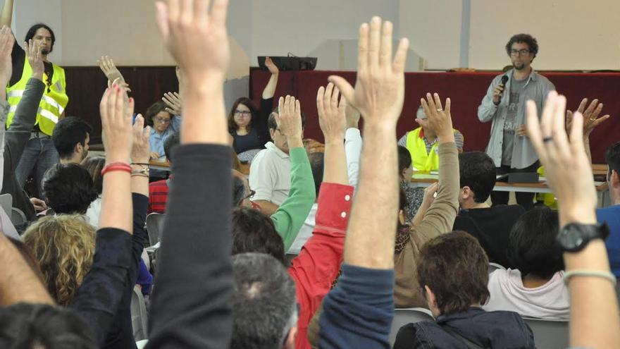 Asamblea de este lunes de Confluencia Las Palmas. (ÁNGEL SARMIENTO)