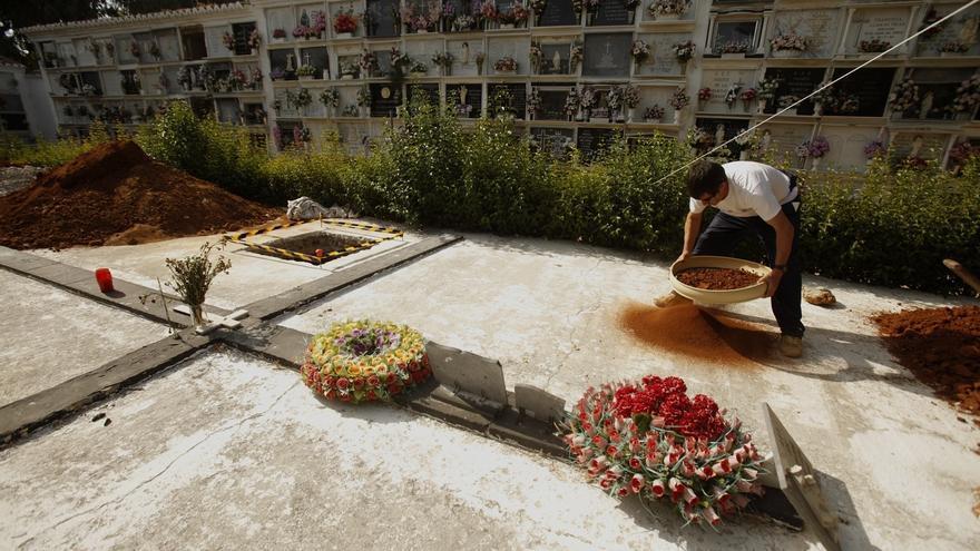 Hallan 4 fosas comunes y los restos de 10 víctimas del franquismo en el cementerio de Ronda