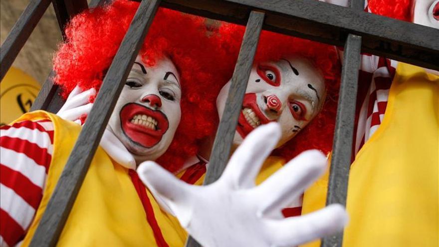 Trabajadores llevan protestas por salario mínimo a la central de McDonald's