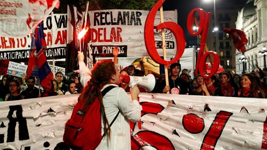 Estudiantes de Uruguay marchan en reclamo del 6 por ciento del PIB para la educación