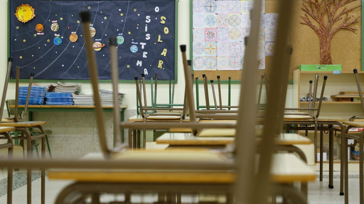 El nuevo currículo descarga la excesiva cantidad de contenidos de las leyes anteriores y se centra en los aprendizajes esenciales, que de no alcanzarse sitúan a un estudiante en riesgo de exclusión social. EFE/Eliseo Trigo/Archivo